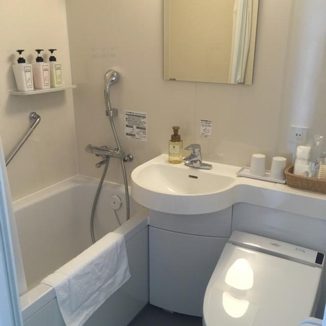 清潔感たっぷりの浴室